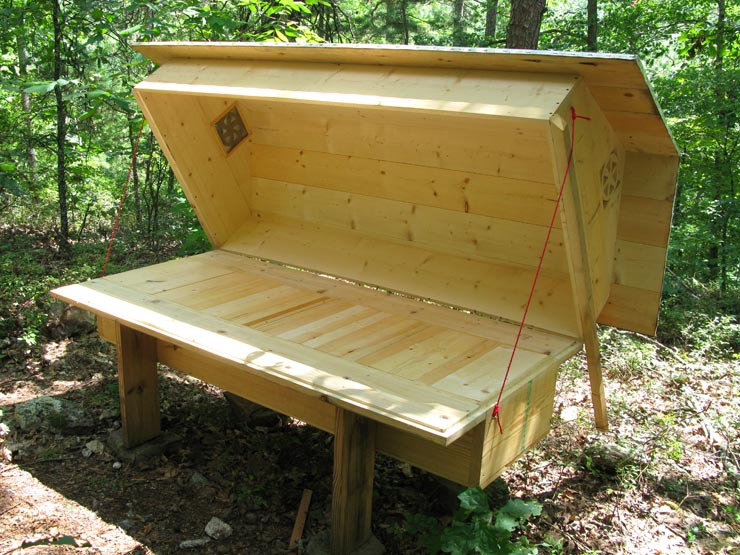 Bee Bed Sleep With Bees Free Hive Plans